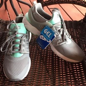 ASICS sneakers-NEW-with tags
